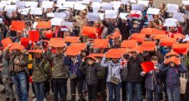 Torunianie uczcili Dzień Flagi Rzeczypospolitej Polskiej [FOTO]