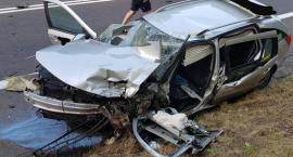 Czołowe zderzenie na trasie Toruń - Bydgoszcz. Jedna osoba nie żyje, cztery zostały ranne [FOTO]