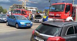 Uwaga! Tramwaj zderzył się z samochodem osobowym w Toruniu [FOTO]