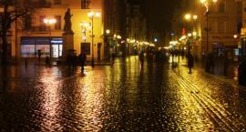 Nocna kradzież na Rynku Staromiejskim. Dwie kobiety przyłapane na gorącym uczynku