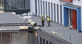Na dachu toruńskiego szpitala powstaje lądowisko dla helikopterów