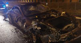 Elektronika nie pomogła, kierowca zawiódł. Porsche uderzyło w barierki na A1 [FOTO]