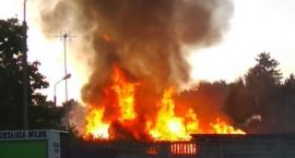 Poranny pożar w Toruniu. Z ogniem walczyło dziewięć zastępów strażaków!