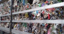 Nielegalny transport odpadów pod Toruniem. Zobacz, co znajdowało się w ciężarówce... [FOTO]