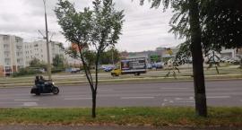 Po Toruniu jeździ samochód, który reklamuje kontrowersyjne treści [FOTO]