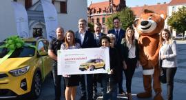 Pani Krystyna wygrała samochód w loterii Banku SGB