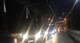 Duży korek na moście drogowym. Czytelnik: doszło do karambolu!