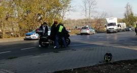 Samochód osobowy zderzył się z motocyklem w Toruniu