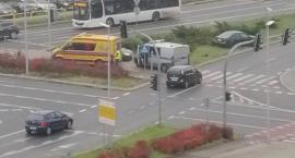 Wypadek na Trasie Średnicowej w Toruniu. Samochód uderzył w słup! [PILNE]
