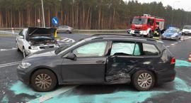 Niebezpieczny poranek w Małej Nieszawce. Jeden z kierowców trafił do szpitala [FOTO]