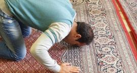 Muzułmańscy studenci z UMK chcą przerw na modlitwę. Młodzież Wszechpolska ma inną propozycję