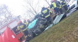 Dwie osoby zginęły w wypadku pod Toruniem. Trwa akcja ratunkowa [PILNE]