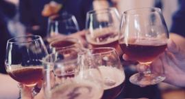 Spożywanie alkoholu w miejscach publicznych. Czy w Toruniu powinno być dozwolone?
