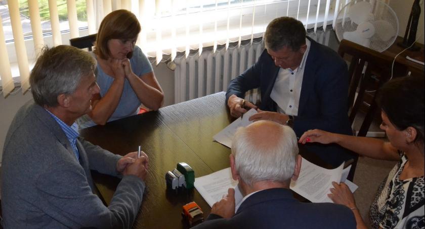 Inwestycje, Kilometr nowej drogi - zdjęcie, fotografia
