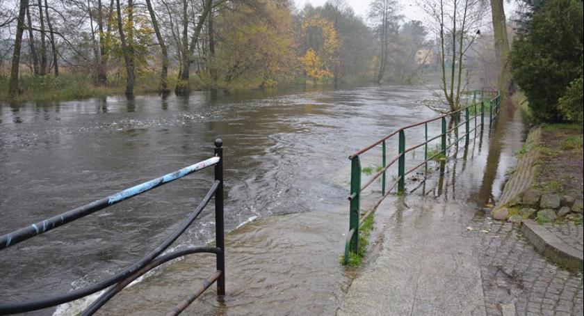 Interwencje, grozi powódź - zdjęcie, fotografia