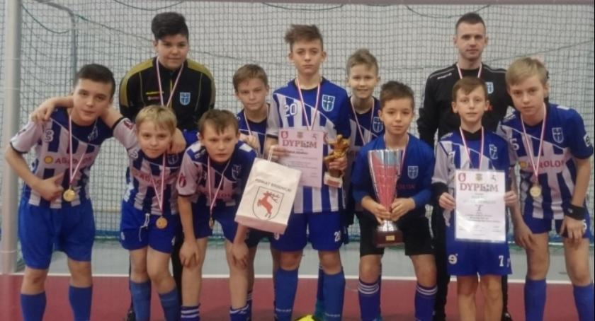 Piłka nożna, Piłkarz triumfuje Brodnicy - zdjęcie, fotografia