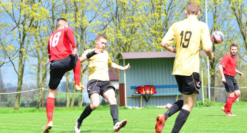 Piłka nożna, Sokół Radomin Klimat Radomina sprzyja sportowym inicjatywom - zdjęcie, fotografia