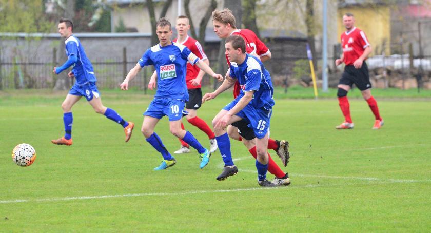 Piłka nożna, Drwęca przegrywa Naprzodem - zdjęcie, fotografia