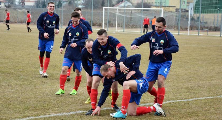 Piłka nożna, Wymęczone zwycięstwo Promienia Kowalewo - zdjęcie, fotografia