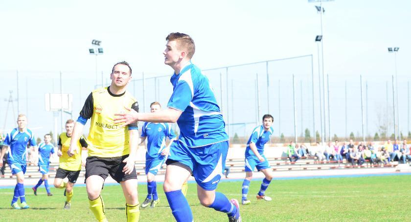 Piłka nożna, Remis Pogromu Zbójno - zdjęcie, fotografia