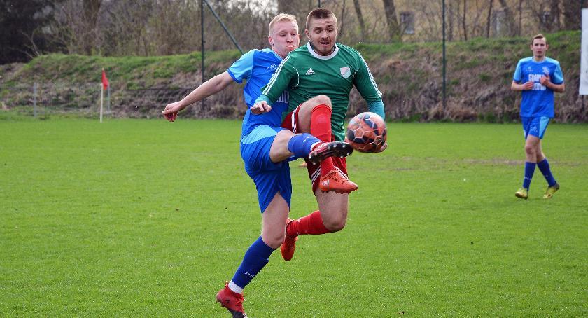 Piłka nożna, Sokół Radomin razem punktów - zdjęcie, fotografia