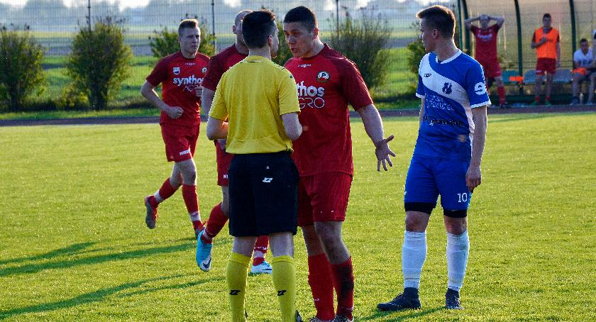 Piłka nożna, Promień Kowalewo Pomorskie przegrywa atmosferze skandalu - zdjęcie, fotografia