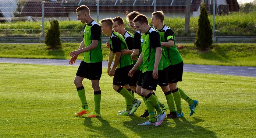 Piłka nożna, Pogrom Zbójno wywalczył kolejne punkty - zdjęcie, fotografia
