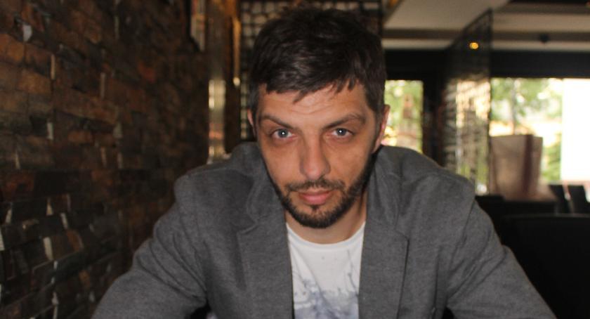 Wywiady, Futbol szachy kostką rozmowa Tomaszem Urbanem - zdjęcie, fotografia