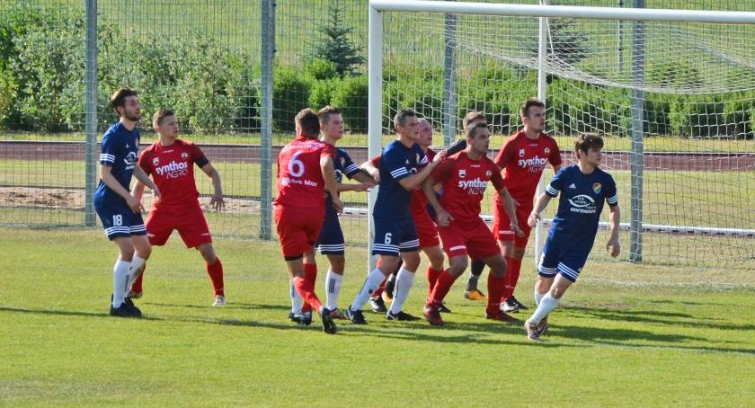Piłka nożna, Promień Kowalewo Pomorskie wygrywa Pomorzaninem Serock - zdjęcie, fotografia