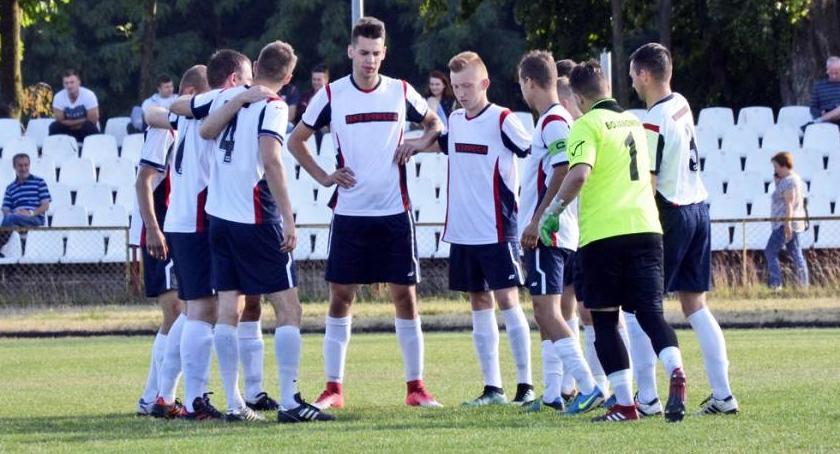 Piłka nożna, Drwęca Golub Dobrzyń żegna ligą - zdjęcie, fotografia