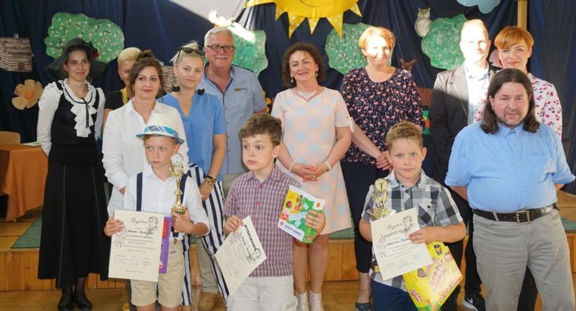 Edukacja, Cenią wiersze patronki szkoły - zdjęcie, fotografia