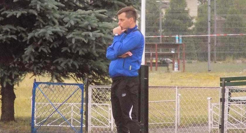 Piłka nożna, Drwęca Golub Dobrzyń wstanie kolan - zdjęcie, fotografia