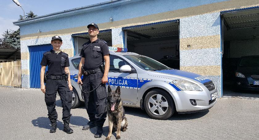 Komunikaty i profilaktyka, Policjanci medal - zdjęcie, fotografia