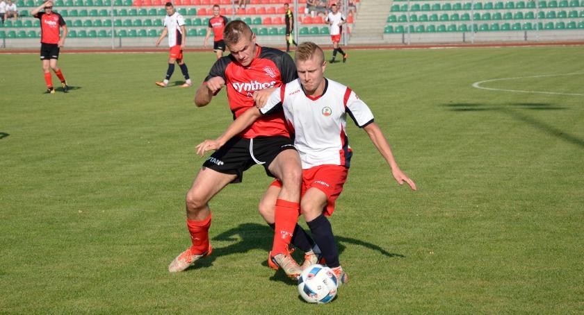 Piłka nożna, Sokół Radomin górą derbach - zdjęcie, fotografia