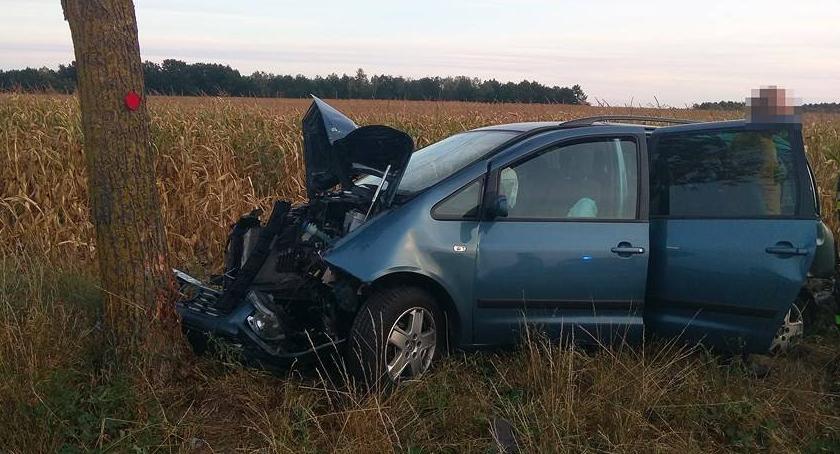 Wypadki, Poważny wypadek Karczewie ranni - zdjęcie, fotografia