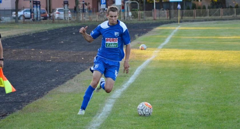 Piłka nożna, Drwęca Golub Dobrzyń punktów Gwiazdą - zdjęcie, fotografia