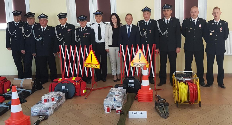 Ochotnicza Straż Pożarna, Strażacy Radomin nowym sprzętem - zdjęcie, fotografia