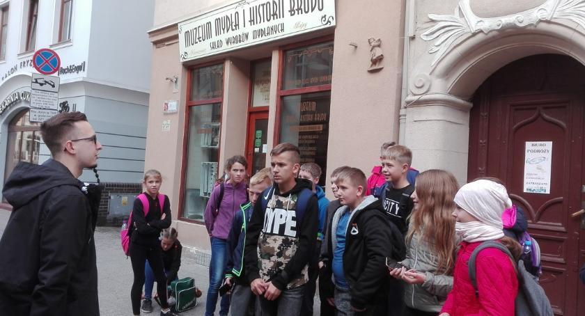 Edukacja, Uczniowie Ostrowitego zwiedzali Bydgoszcz - zdjęcie, fotografia