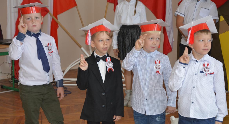 Edukacja, Ślubowanie pierwszaków Szkole Podstawowej Dulsku - zdjęcie, fotografia