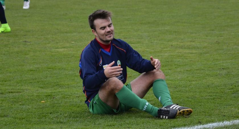 Piłka nożna, Promień Kowalewo Pomorskie gładko przegrywa Pomorzaninem - zdjęcie, fotografia