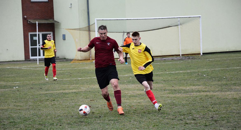 Piłka nożna, Derby Saturna Ostrowite - zdjęcie, fotografia