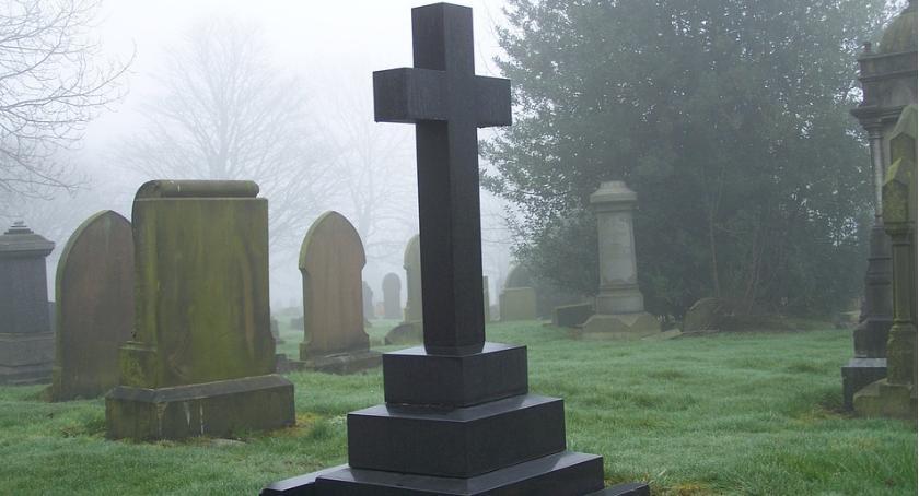 Interwencje, Ciało letniego Jakuba ekshumowane - zdjęcie, fotografia