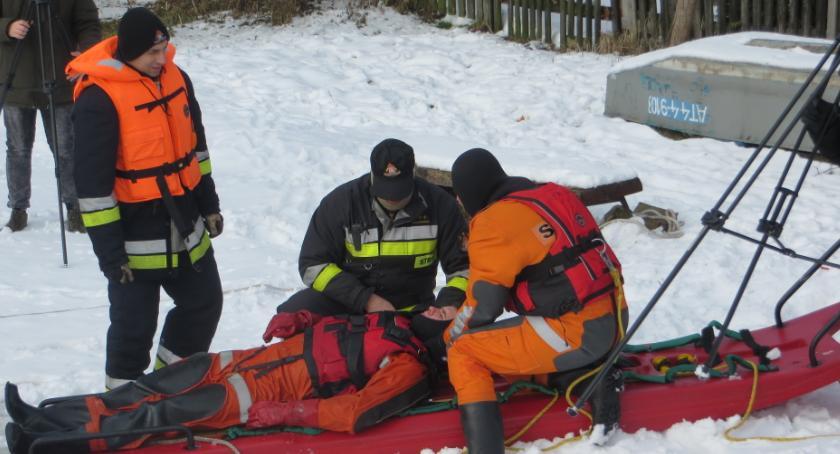 Państwowa Straż Pożarna, Strażackie ćwiczenia lodzie - zdjęcie, fotografia