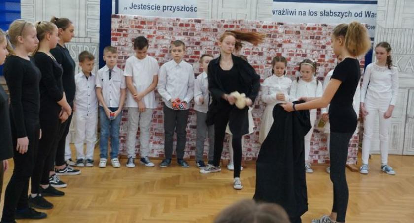 Edukacja, Irena Sendlerowa patronką Wielkiej Łące - zdjęcie, fotografia