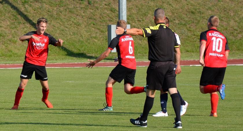 Piłka nożna, Sokół gotowy - zdjęcie, fotografia