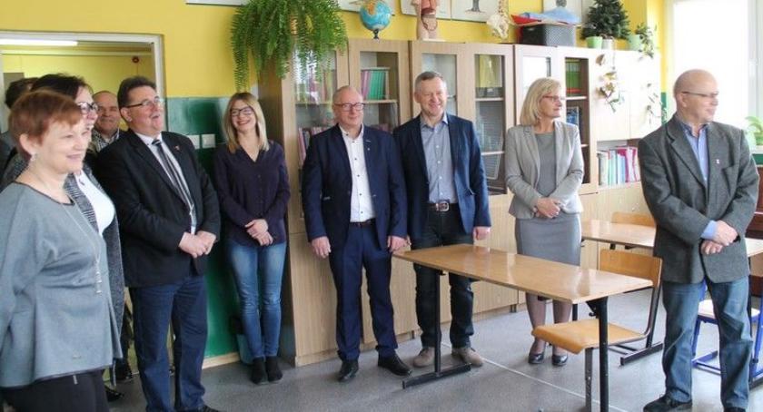 Samorząd Powiatowy, Radni odwiedzili placówki oświatowe - zdjęcie, fotografia