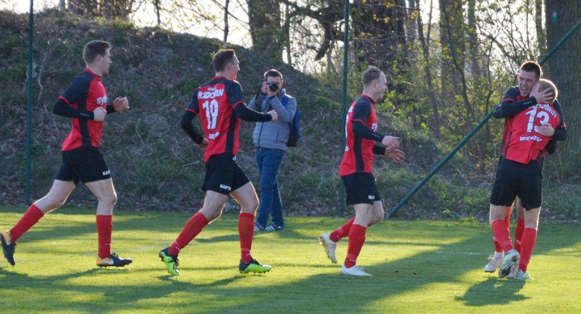 Piłka nożna, punkty zaciętej walce - zdjęcie, fotografia