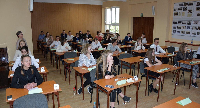Edukacja, Egzaminy cieniu strajku - zdjęcie, fotografia