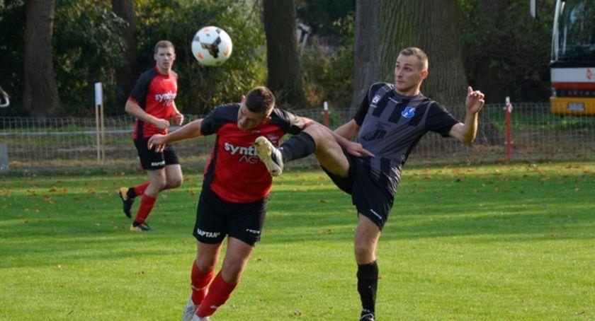 Piłka nożna, Sokół traci punkty - zdjęcie, fotografia