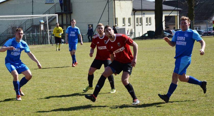 Piłka nożna, Sokół coraz bliżej utrzymania - zdjęcie, fotografia